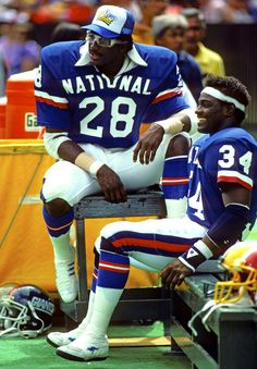 Eric Dickerson & Walter Payton, arguably the best two running backs to play the game Nfl Football Players, Bears Football, Football And Basketball, Cardinals Football, Football Stuff, School Football, American Football Memes, Eric Dickerson, Walter Payton
