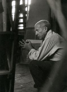 liquidnight:Herbert List Picasso in his Studio Rue des Grands-Augustins, Paris, 1948 From The Essential Herbert List: Photographs photography black and white Herbert List, Pablo Picasso, Picasso Drawing, Francisco Goya, Georges Braque, Malaga, Famous Artists, Great Artists, Francoise Gilot