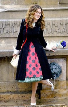 Carrie Bradshaw, Sex and the City cleaning dog poo off of her shoes in paris