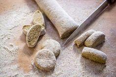 Mummon parhaat karjalanpiirakat – Perinneruokaa prkl   Meillä kotona Bread, Food, Brot, Essen, Baking, Meals, Breads, Buns, Yemek