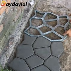 Pretty Diy Garden Decoration Ideas You Must Try - Plaques add magnificence to the backyard primarily by their distinctive designs reminiscent of sunbursts, rustic scenes and vines. Backyard Patio Designs, Backyard Projects, Garden Projects, Outdoor Projects, Backyard Ideas, Garden Tools, Stone Patio Designs, Garden Ideas, No Grass Backyard