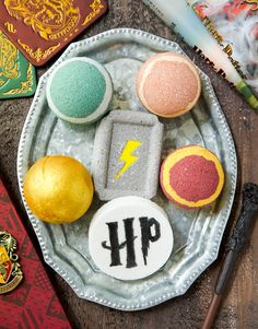 DIY Harry Potter Bath Bombs, DIY and Crafts, How to make Harry Potter bath bombs. Muggles, Wizards, and Harry Potter fans will love these 6 easy DIY bath bombs. Harry Potter Bath Bomb, Harry Potter Diy, Mason Jar Crafts, Mason Jar Diy, Bath Boms Diy, Bath Bomb Recipes, Soap Recipes, Lush Bath Bombs, Harry Potter Birthday