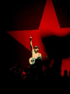 Tom Morello ( Rage Against the Machine , Audioslave, The Nightwatchman, Street Sweeper Social Club ) guitar player Music Love, Music Is Life, Rock Music, Jimi Hendrix Poster, Tom Morello, Rollin Stones, School Of Rock, Rage Against The Machine, Nu Metal