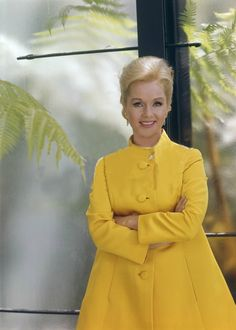 Love this beautiful photo of Debbie Reynolds