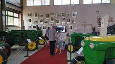 Musée de Vierzon. Espace dédié aux tracteurs Société Française Vierzon.