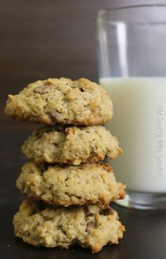 Delicious Oatmeal Chocolate Chip Cookie Recipe that has been passed down from generation to generation. A family favorite! Simple DIY recipe tutorial! Best desserts