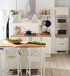 FAKTUM kitchen with LIDINGÖ doors