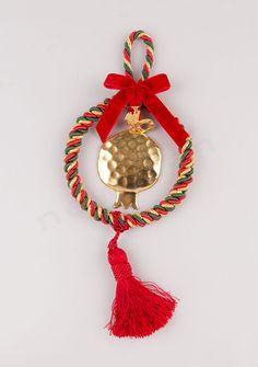 DIY γούρια 2016 NewMan Christmas Tree, Christmas Ornaments, Ribbons, Greek, Holiday Decor, Teal Christmas Tree, Bias Tape, Christmas Jewelry, Xmas Trees