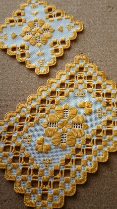 Diy Embroidery Thread, Hardanger Embroidery, Cross Stitch Embroidery, Hand Embroidery, Embroidery Designs, Broderie Simple, Swedish Weaving, Drawn Thread, Bargello