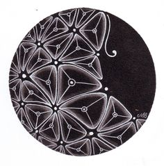 The Diva's Weekly Challenge Redux, Remix, Revisit Your Comfort Tangle We have a guest Sharla Hicks CZT post our challenge this w. Tangle Doodle, Tangle Art, Zen Doodle, Doodle Art, Zentangle Drawings, Doodles Zentangles, Zentangle Patterns, Filigranes Design, Stencils