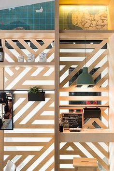 claustra en bois étagères