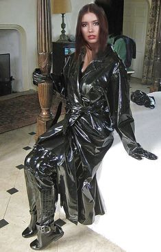 Vinyl Raincoat, Pvc Raincoat, Imper Pvc, Leather Leggings Outfit, Vinyl Clothing, Rubber Raincoats, Latex Girls, Raincoats For Women, Latex Fashion
