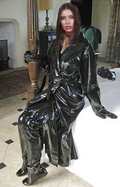 Vinyl Raincoat, Pvc Raincoat, Latex Fashion, 70s Fashion, Imper Pvc, Leather Leggings Outfit, Vinyl Clothing, Raincoats For Women, Sexy Boots