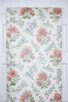 authentic 1970s floral wallpaper from Hannah's Treasures wallpaper collection Flock Wallpaper, Retro Wallpaper, Hallway Paint, Brown Flowers, Retro Flowers, Different Patterns, Etsy Store, Red And Blue, 1970s