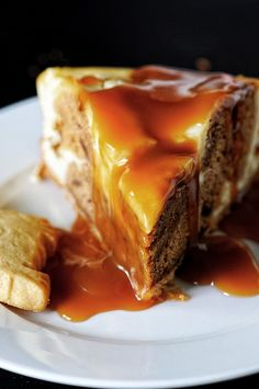 Scottish Sticky Toffee Pudding Cheesecake made with Scottish Walkers Shortbread cookies.ڿڰۣ ڿڰۣ