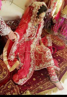 Wedding Indian Wedding Sari, Pakistani Wedding Outfits, Indian Bridal Outfits, Bridal Dupatta, Bridal Mehndi Dresses, Pakistan Bride, Beautiful Pakistani Dresses, Asian Bride, Beautiful Bride