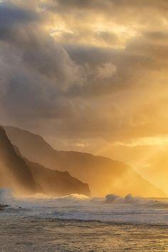 Winter Storms on Ke'e Beach - Kauai, HI (Explored) Photography Ideas At Home, Amazing Photography, Landscape Photography, Nature Photography, On Golden Pond, Photography Sketchbook, Royal Garden, Beach Kids, Winter Storm