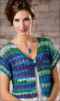 Golf coast shrug crochet pattern A chic and simple crocht shrug pattern featuring a lacy fan-stitch, one piece construction and s single button closure. Free Pattern More Great Looks Like This Crochet Jacket, Crochet Poncho, Crochet Cardigan, Free Crochet, Crochet Shrugs, Crochet Sweaters, Crochet Bolero Pattern, Crochet Patterns, Shrug For Dresses