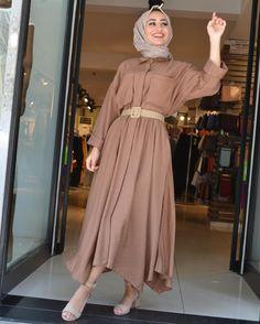 ✔ Dress Winter Outfit E… – Hijab Fashion 2020 Modern Hijab Fashion, Hijab Fashion Inspiration, Muslim Fashion, Modest Fashion, Look Fashion, Fashion Outfits, Fashion Trends, Hijab Style Dress, Hijab Outfit