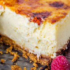 love Crème Brûlée and Cheesecake. So this Crème Brûlée Cheesecake from The Food Charlatan is a dream come true.I love Crème Brûlée and Cheesecake. So this Crème Brûlée Cheesecake from The Food Charlatan is a dream come true. Creme Brulee Cheesecake, Cheesecake Recipes, Dessert Recipes, Dessert Food, Worlds Best Cheesecake Recipe, Creme Brulee Cake, Cheesecake Crust, Cheesecake Pudding, Food Deserts