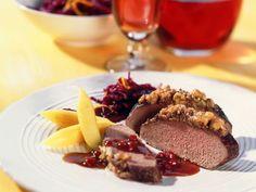 Hirschrücken mit Nusskruste ist ein Rezept mit frischen Zutaten aus der Kategorie Hirsch. Probieren Sie dieses und weitere Rezepte von EAT SMARTER!