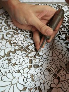 Discover thousands of images about Carving. Don't lnow if I would have the patience to carve this. Or even hand cut the stencil for that matter! Wood Carving Designs, Wood Carving Patterns, Stencil Designs, Wall Patterns, Engraving Art, Arabesque Pattern, Chip Carving, Cutwork Embroidery, Tanjore Painting