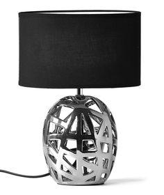 Kia bordslampa i kromfärgad keramik med svart textilskärm från Mio.