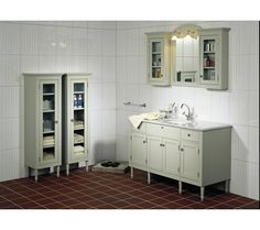 Nostalgisk baderomsmøbel med servantplate i marmor