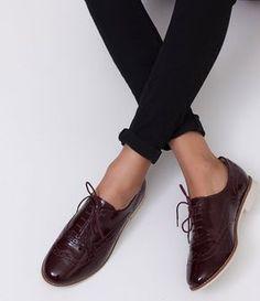Sapato feminino Material: sintético Modelo oxford Marca: Satinato Em verniz COLEÇÃO INVERNO 2017 Veja outras opções de sapatos femininos. Sobre a marca Satinato A Satinato possui uma coleção de sapatos, bolsas e acessórios cheios de tendências de moda. 90% dos seus produtos são em couro. A principal característica dos Sapatos Santinato são o conforto, moda e qualidade! Com diferentes opções e estilos de sapatos, bolsas e acessórios. A Satinato também oferece para as...