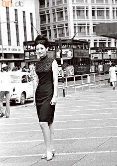 1960年代的窄身修腰旗袍,充分展現女性完美體態。 (政府新聞處提供)
