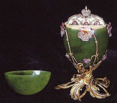 "Faberge - Imperial Easter Egg number twenty - The ""Pansy Egg"", from This egg was formerly known as the ""Spinach Jade Egg"". Maria Fjodorowna, Tsar Nicolas Ii, Tsar Nicholas, Jade Egg, Fabrege Eggs, Faberge Jewelry, Madonna, Alexandra Feodorovna, New Orleans"