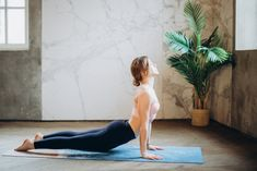 Hãy cùng ELLE dành một chút thời gian để thực hiện những bài tập giúp làm giảm căng thẳng, xua tan mệt mỏi trong cuộc sống nhé. #yoga #stress Workout Routines For Beginners, Yoga Poses For Beginners, At Home Workouts, Workout Videos, Yoga Salutation Au Soleil, Poses Yoga Faciles, Root Chakra Healing, International Yoga Day, Lower Back Exercises
