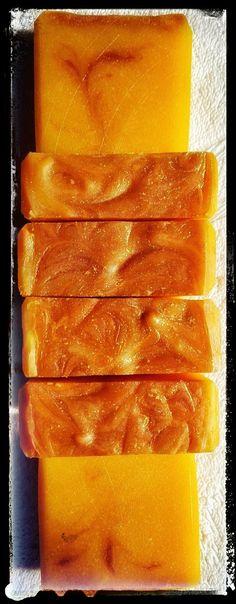 Herbstzeit ist Kürbiszeit und ich liebe Kürbiscremesuppe, oder auch Kürbis als Beilage... Den leuchtend orangen Hokkaido mag ich am Lie...