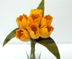 Deko-Objekte - 7 gelbe Tulpen in Handarbeit gefilzt - ein Designerstück von Mafiz bei DaWanda