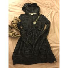 Charcoal gray Roxy sweater hooded! New, never worn! In excellent condition! Roxy Sweaters Crew & Scoop Necks