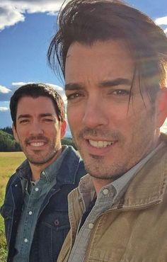 9 Things You Never Knew About the Property Brothers That'll Make You Swoon Hgtv Property Brothers, Jonathan Silver Scott, Scott Brothers, Drew Scott, Derek Hough, Diana Ross, Darren Criss, Maroon 5, Sabrina Carpenter
