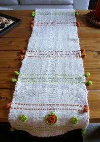 Telaresytapices .... Maria Elena Sotomayor : Caminos de mesa a telar con aplicaciones Card Weaving, Loom Weaving, Tear, Rag Quilt, Weaving Patterns, Tapestry Weaving, Weaving Techniques, Table Runners, Fiber Art