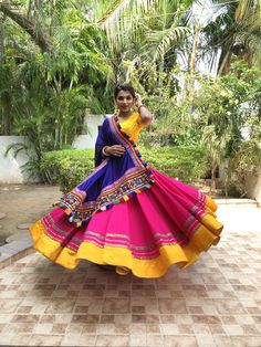 In this post, you can find many best Navratri Dress Images and Navratri Outfit. Lehenga Choli Designs, Chaniya Choli Designer, Garba Chaniya Choli, Garba Dress, Choli Blouse Design, Navratri Dress, Lehnga Dress, Navratri Garba, Blouse Designs