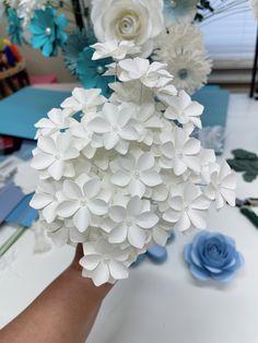 Paper Flowers Wedding, Giant Paper Flowers, Paper Flower Tutorial, Flower Center, Flower Template, Sagittarius, Hydrangea, Flower Designs, Events