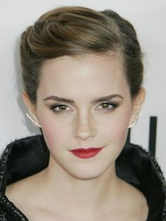 Pictures : How to Grow Out a Pixie Cut Faster - Emma Watson Grown Pixie Look