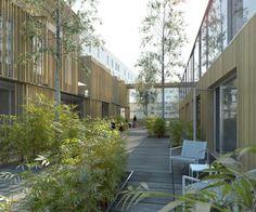 Architecture Courtyard, Green Architecture, Architecture Drawings, Landscape And Urbanism, Landscape Design, City Buildings, Modern Buildings, Classification Des Arts, Wooden Facade