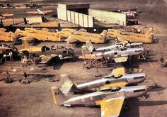 STRANGE MILITARY AIRCRAFT - 1948 DOUBLE HULL - F-82 - PRODUCTION LINE