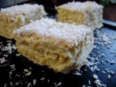 Kremowo-kokosowe ciasto przekładane herbatnikami