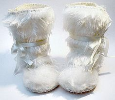 Baby Photo Prop Snow White Faux Fur Baby Boots por funkyshapes, $32.95