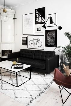 Black and White Living Room Decor. 20 Black and White Living Room Decor. Living Room Sofa, Living Room Interior, Living Rooms, Apartment Living, Black Sofa Living Room Decor, Cozy Apartment, Black And White Living Room Ideas, Black And White Interior, Gallery Wall Living Room Couch