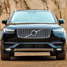 Volvo XC90: SUV premium será montado na Índia Marca sueca anunciou início da montagem de veículos no país asiático ainda em 2017. As operações serão em Bangalore no Sul da Índia. O primeiro Volvo indiano será o topo de linha XC90. Outros modelos deverão ser anunciados em breve. Por enquanto o mercado local é pequeno mas a sueca acredita num crescimento nos próximos anos. Com 5% de participação nas vendas na Índia a Volvo espera dobrar esse índice até 2020. Em 2016 vendeu 1.400 veículos no…