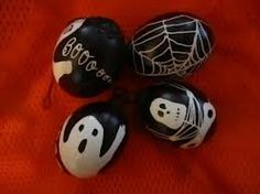halloween pysanky - Google Search Halloween Crafts, Halloween Ideas, Ukrainian Easter Eggs, Egg Designs, Egg Art, Holiday Time, St Patricks Day, Spring Time, Painted Rocks