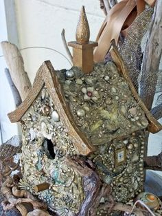 CountryJunkYardArtIdeas Yard Art Ideas From Junk Yard Ideas by Cindi Lou on fairy stu Fairy Garden Houses, Fairy Gardens, Gnome House, Bird Cages, Mosaic Art, Yard Art, Bird Feathers, Crafty, Junk Yard