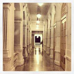 The hallways of the Raffles Hotel // #italianiasingapore #italiansinsingapore