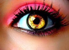 love the eyeshadow & liner (pretty sure the eye is photo-shopped!)
